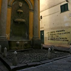Per i vicoli della Città Vecchia di Genova guidati dalle suggestioni culinarie di uno dei suoi più grandi cantori: Fabrizio De André