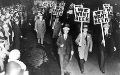 The notorious ban on alcohol in North America sparked both outrage and a renowned speakeasy culture of underground bars and secret parties. Hence, the 1920 also became known as the Prohibition Era. Photo: protesters against the alcohol ban. 1920