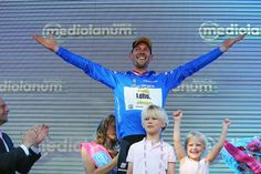 Takes mountains jersey - Maarten Tjallingii celebrates with his children on the Giro's stage 3 podium
