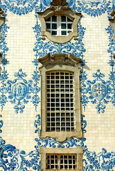 Painted tile façade in Porto, Portugal