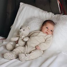 Perfect personnal room decor for you baby. Baby Girl Fall Outfits, Baby Boy Fashion, Toddler Girl Outfits, Cute Little Baby, Little Babies, Funny Babies, Cute Babies, Cute Baby Pictures, Cute Baby Clothes