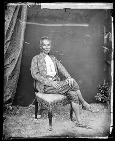 A Siamese nobleman, photo by John Thomson, circa 1865. Courtesy of the Wellcome Library.
