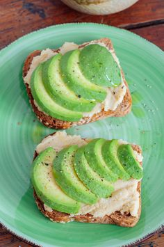 1 slice ezekial or paleo bread hummus + avocado slices + you have a #cleaneating and #detox friendly breakfast or lunch. Love, www.rachelswellness.com