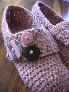Minni Slippers by Johanna Yli-Muilu.  Free crochet pattern on Ravelry.