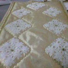 Dantel Süslemeli Seccade Modeli Crochet Diagram, Filet Crochet, Hobbies And Crafts, Diy And Crafts, Hand Embroidery Patterns, Applique, Quilts, Blog, Home Decor