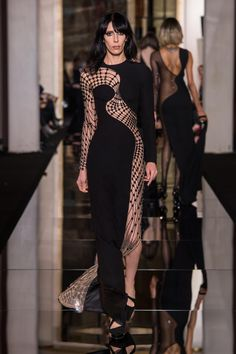 Some #sexy #Chic for a warm #summer night from @Versace #hautecouture #2015 #Paris #sundays #fashion #fashionblogger