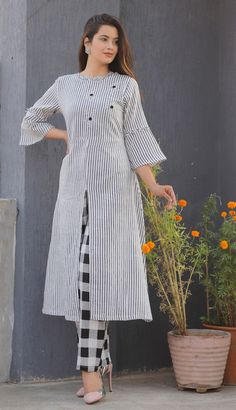 New Kurti Designs, Printed Kurti Designs, Simple Kurta Designs, Kurta Designs Women, Kurti Designs Party Wear, Stylish Kurtis Design, Stylish Dress Designs, Sleeves Designs For Dresses, Dress Neck Designs