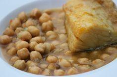 Garbanzos con bacalao Great Recipes, Vegan Recipes, Vegan Food, Fish Dishes, Chana Masala, Vegetables, Cooking, Ethnic Recipes, Food Ideas