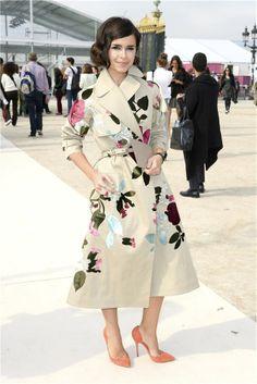 Miroslava Duma con trence de Valentino en la semana internacional de moda de París