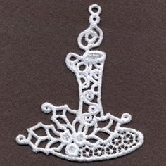 This freestanding lace design make beautiful decorations for trees and wreaths. Stitch on water-soluble stabilizer. Custom Embroidery, Embroidery Thread, Machine Embroidery Designs, Freestanding Lace Embroidery, Felt Christmas Ornaments, Holly Leaf, Lace Design, Tatting, Crochet Earrings