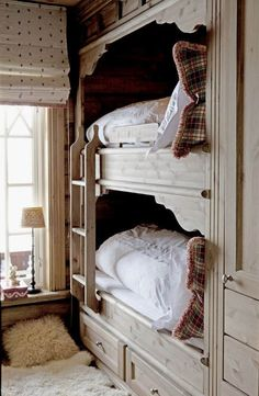 cozy cottage bunks - love the fur rug and polka-dot shade. also built-in bunks are a great idea Bunk Beds Built In, Kids Bunk Beds, Loft Beds, Alcove Bed, Bed Nook, Bunk Rooms, Suites, Beautiful Bedrooms, Home Bedroom