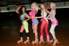 80er-mottoparty-outfit-rollschuhe-sport-leggins-kurze-hosen