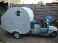 Fed up of camping? Can't afford a B'n'B? This homemade scooter-caravan hybrid may be just the answer you're looking for. Based on a beat of a scooter – the Soviet era Tula –… Mini Camper, Camper Van, Kombi Motorhome, Camper Trailers, Travel Trailers, Vintage Caravans, Vintage Trailers, Cool Campers, Happy Campers
