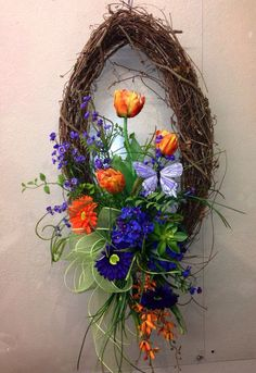 osterkranz basteln farbige osterdeko aus blumen Easter wreath create colored Easter decorations from flowers Easter Wreaths, Holiday Wreaths, Summer Wreath, Spring Wreaths, Wreath Crafts, Wreath Ideas, Summer Diy, Wreaths For Front Door, Flower Arrangements