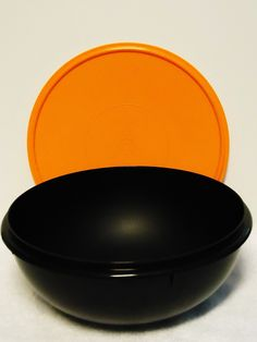 Tupperware 26 Cup Fix N Mix Bowl. Black with Orange Seal *** Check this awesome image : Baking mixing bowls