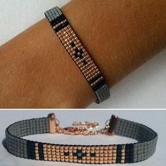 Miyuka beads Mysterious black €8,95 Instagram: miyukabeads Mail: miyukabeads@outlook.com Loom Bracelet Patterns, Bead Loom Bracelets, Bead Loom Patterns, Woven Bracelets, Jewelry Patterns, Bracelet Designs, Beading Patterns, Bead Embroidery Jewelry, Beaded Jewelry