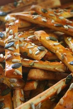 Kifli és levendula: Sült fokhagymás-magos rudacskák Salty Foods, Salty Snacks, Baby Food Recipes, Snack Recipes, Cooking Recipes, Healthy Crackers, Savory Pastry, Hungarian Recipes, Baking And Pastry