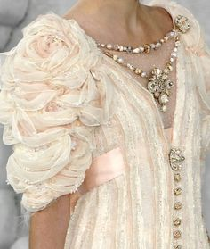 Chanel Couture - some real timeless beauty from Lagerfeld here Couture Details, Fashion Details, Fashion Design, Elie Saab, Moda Chanel, Chanel Couture, Glamour, Fashion Moda, Looks Vintage
