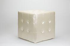 Puf Cubo com Botões Pérola | A Loja do Gato Preto | #alojadogatopreto | #shoponline | referência 23154299