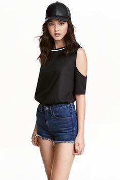 T-shirt cold shoulder