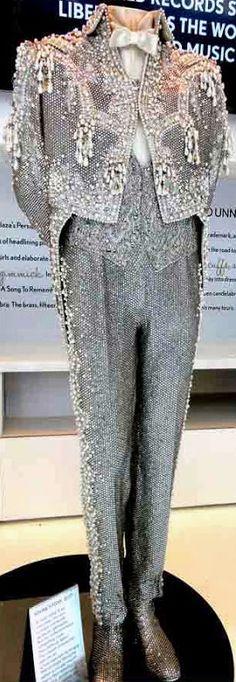 Michael Travis - Costumes de Scène - Liberace - Extravagance - Broderies, Sequins, Perles, Paillettes, Fourrure, Plumes ....