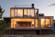 Given how freezing it's been here on the east coast of the U.S., we're, naturally, dreaming of summer. So this gorgeous contemporary vacation house in Amagansett, New York by Bates Masi Architects...