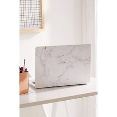 White Marble MacBook Pro Retina Skin (110 HRK) ❤ liked on Polyvore featuring home, home decor, apple home decor, apple screen and inspirational home decor