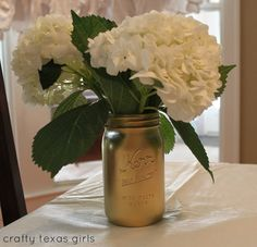Paint a mason jar gold and fill it with mom's favorite flowers- adorable! Handmade gift ideas for Mothers Ideas l Meaningful Gifts for Moms l Crafty Texas Girls