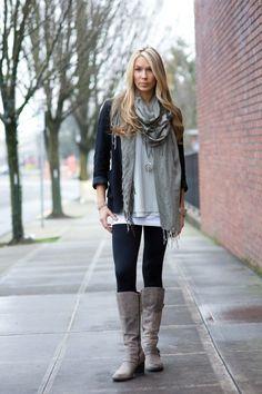 herbst outfit leggings graue stiefel und schal