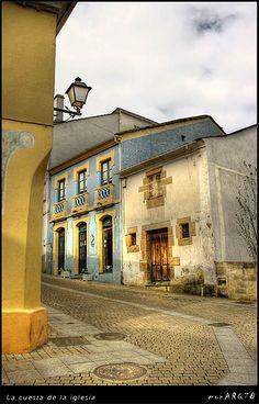 La cuesta de la iglesia (Foz, Lugo), Spain