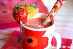 Jordbær- og ananassmoothie | Det søte liv