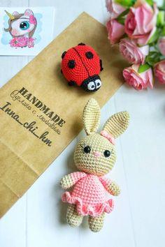 FREE crochet little bunny pattern #amigurumi #amigurumipattern #crochettoy #crochetpattern #crochetbunny #amigurumibunny #amigurumitoy #freeamigurumipatterns Amigurumi Doll Pattern, Crochet Amigurumi Free Patterns, Free Crochet, Crochet Teddy, Easter Crochet, Crochet Dolls, Crochet Rabbit Free Pattern, Tiny Bunny, Doll Tutorial