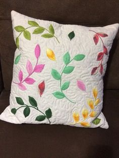 This Pin was discovered by Suely Maços. Discover (and save!) your own Pins on P… – Pillow Cushion Embroidery, Hand Embroidery Flowers, Embroidered Cushions, Hand Embroidery Stitches, Crewel Embroidery, Hand Embroidery Designs, Applique Patterns, Applique Designs, Homemade Pillow Cases