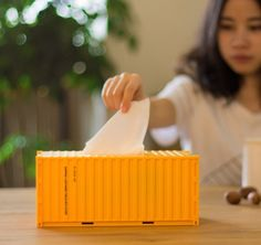 Size: 25x12x11cm Weight: 290g Material:ABS Color:Yellow,Green,Orange,Brown