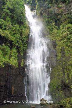 Vaimahutu Falls (Cascades de Faarumai)