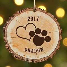 """Wood Profits Personalized Favorite Pet Wood Ornament - Personal Creations Gifts - A Personal Creations Exclusive! A """"paws""""atively perfect way to include your pet in the Christmas celebration! Wood Slice Crafts, Wood Burning Crafts, Wood Burning Patterns, Wood Burning Art, Wood Crafts, Wood Burning Projects, Decor Crafts, Paper Crafts, Christmas Wood"""