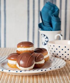 kok The recipe is in another language but I'm pinning this as a reminder because it looks goooooood! Greek Sweets, Greek Desserts, Party Desserts, Greek Recipes, Sweets Recipes, Cooking Recipes, Greek Pastries, Christmas Dishes, Good Foods To Eat
