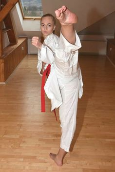 Female Martial Artists, Martial Arts Women, Girl Soles, Roundhouse Kick, Tough Woman, Karate Girl, Female Fighter, Girl Fights, S Girls