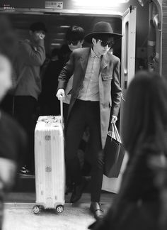 Kim Myungsoo - Airport fashion