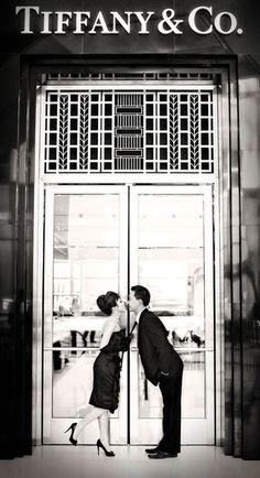 Breakfast at Tiffany's theme, engagement photos!! cute!
