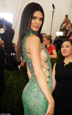 Kendall Jenner displays tons of side boob in crystal gown at Met Gala Gala Dresses, Sexy Dresses, Green Sparkly Dress, Green Dress, Kendall Y Kylie Jenner, Modelos Fashion, Indian Beauty Saree, Kardashian, Celebs