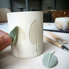 Hottest Pics Ceramics ideas pottery Tips 7 Sublime nützliche Ideen: Kleine Vasen Pottery große Vasen. Concrete Crafts, Concrete Projects, Concrete Design, Vase With Branches, Cement Art, Cement Planters, Clay Planter, Flower Arrangements Simple, Keramik Vase