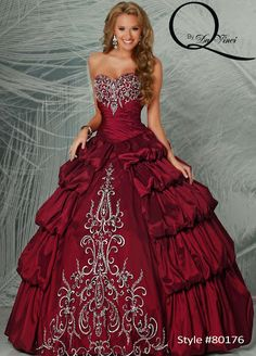 Hermoso vestido tipo vintage Q by Davinci style 80176 in color claret and beautifully beaded bodice, with classical ruffles! #Quinceanera #Quincedress #Misquince #dress #beautiful #cute