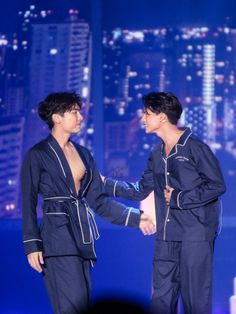 Mew Suppasit and Gulf Kanawut TharnType The Series Fan Meeting Sexy boys Lgbt, Im Going Crazy, The Moon Is Beautiful, Young Cute Boys, Theory Of Love, Best Dramas, Cute Boys Images, Thai Drama, Cute Couples Goals