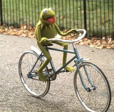 The post appeared first on Kermit the Frog Memes. Velo Vintage, Vintage Cycles, Elmo, Sapo Frog, Sapo Kermit, Les Muppets, Sapo Meme, Frog Wallpaper, Fraggle Rock