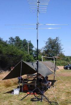Puesto de radio en el campamento base.