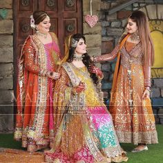 Bridal Mehndi Dresses, Mehendi Outfits, Pakistani Wedding Outfits, Bridal Outfits, Pakistani Dresses, Indian Outfits, Indian Wedding Photography Poses, Nature Photography, Girl With Green Eyes