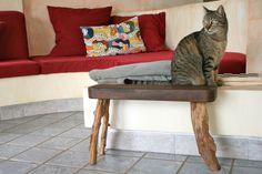 taburete de tres patas de sabina y teka http://ibitabu.blogspot.com.es/