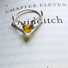 Golden Flying Ball Citrine Ring - Promise Ring, Engagement Ring, Wedding Ring - Harry Potter Inspired - This beautiful minimalist ring is a wonderful gift! A real semi-precious stone citrine pearl sits i - Harry Potter Ring, Colar Harry Potter, Anillo Harry Potter, Harry Potter Schmuck, Bijoux Harry Potter, Harry Potter Wedding, Harry Potter Outfits, Harry Potter Pictures, Harry Potter Movies