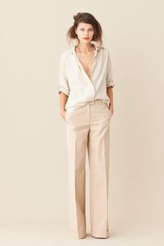A great casual outfit - easy shirt and  great cream large trousers, very nice!